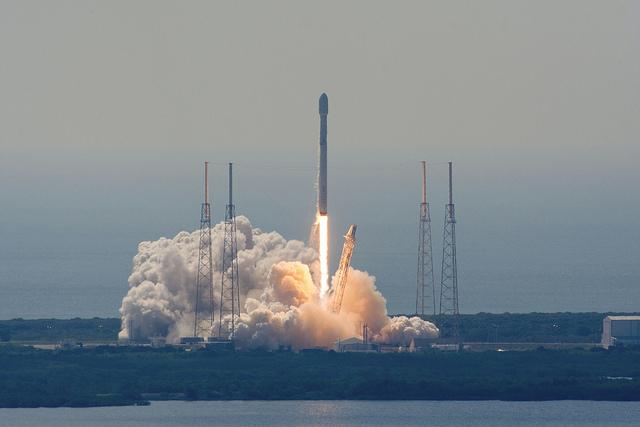 SpaceX_EutelSat-Launch