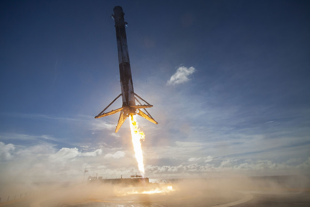 SpaceX_Thaicomm8_First-Stage-Landing