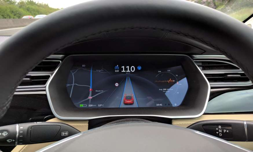 Tesla in autonomous mode