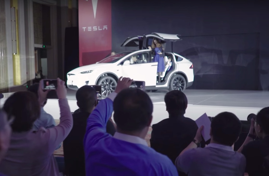 Tesla_delivers_Model_X_to_Beijing