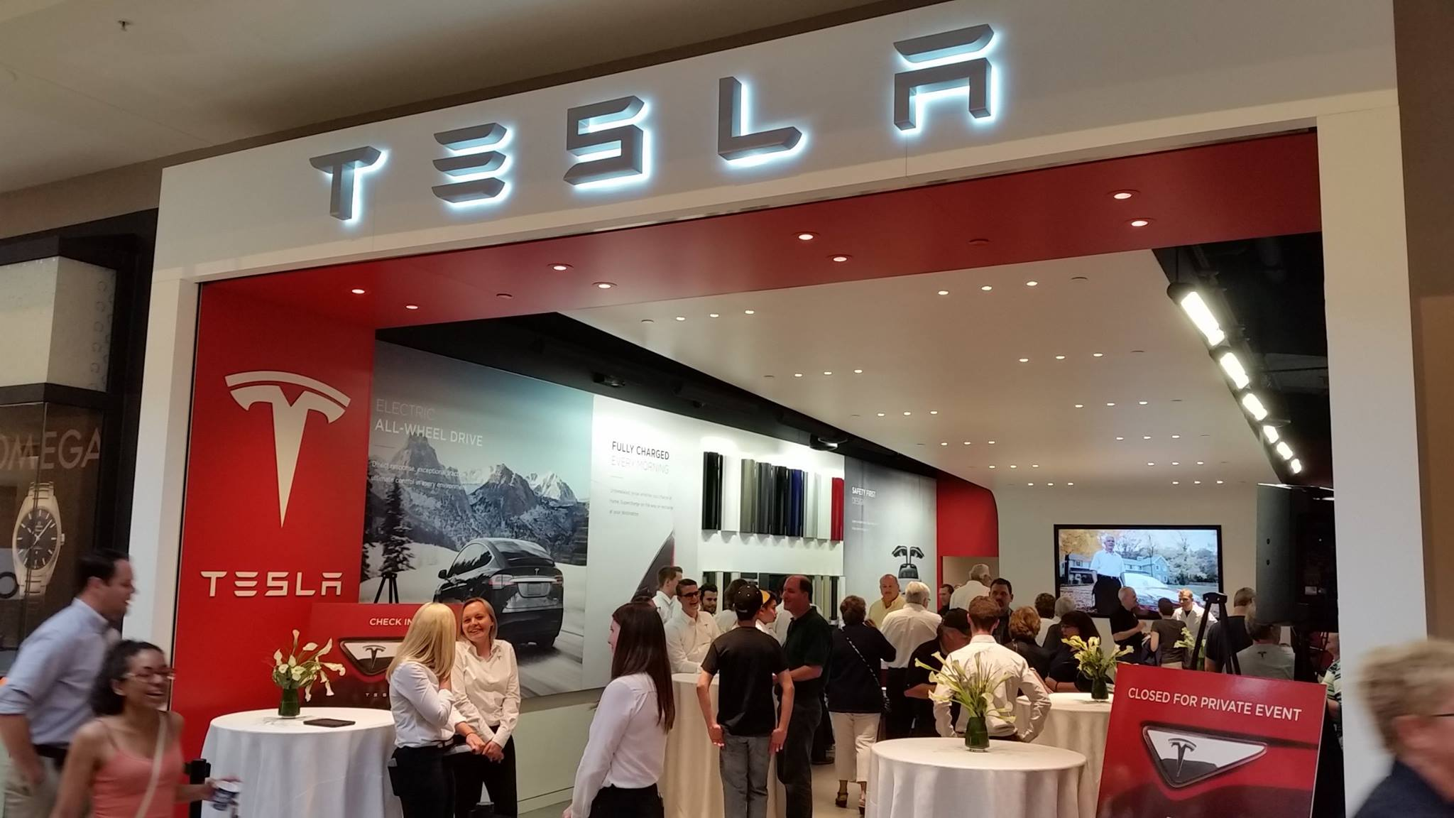 Tesla Welcomes Pittsburgh Store With Owners Exclusive