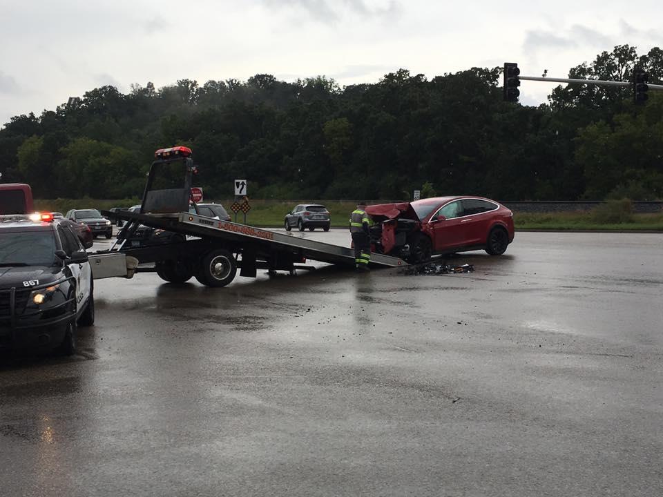Red-Tesla-Model-X-Crash-1