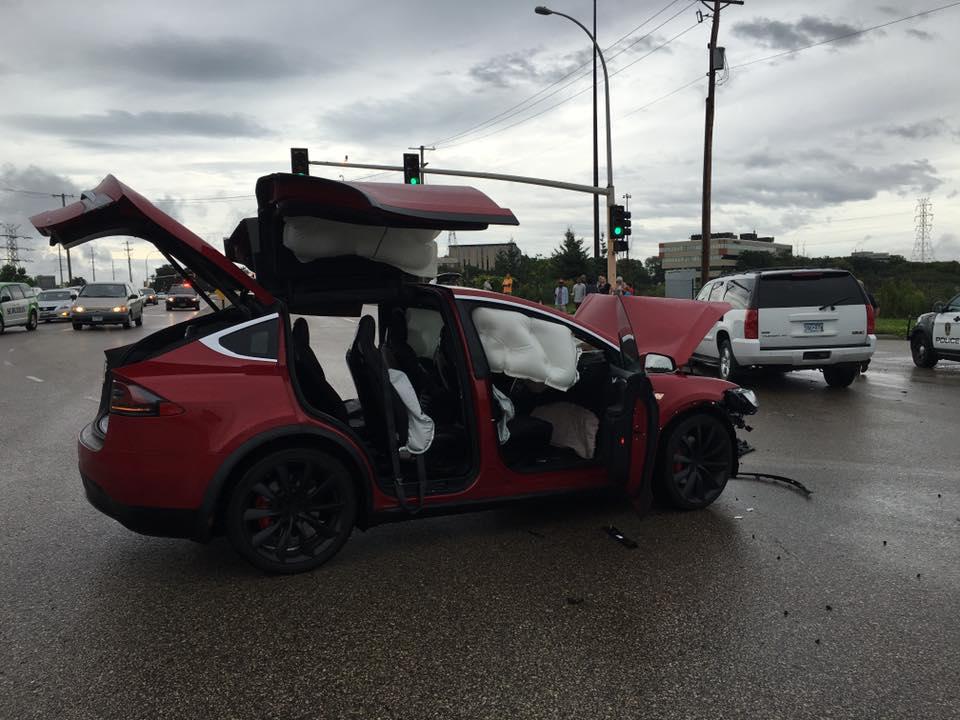 Red-Tesla-Model-X-Crash-Airbags