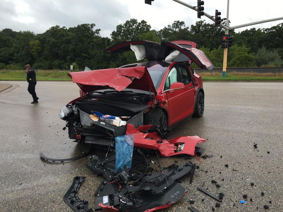 Red-Tesla-Model-X-Crash-Front
