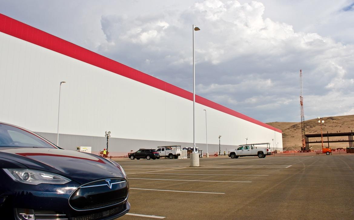 Tesla-Gigafactory-Black-Model-S