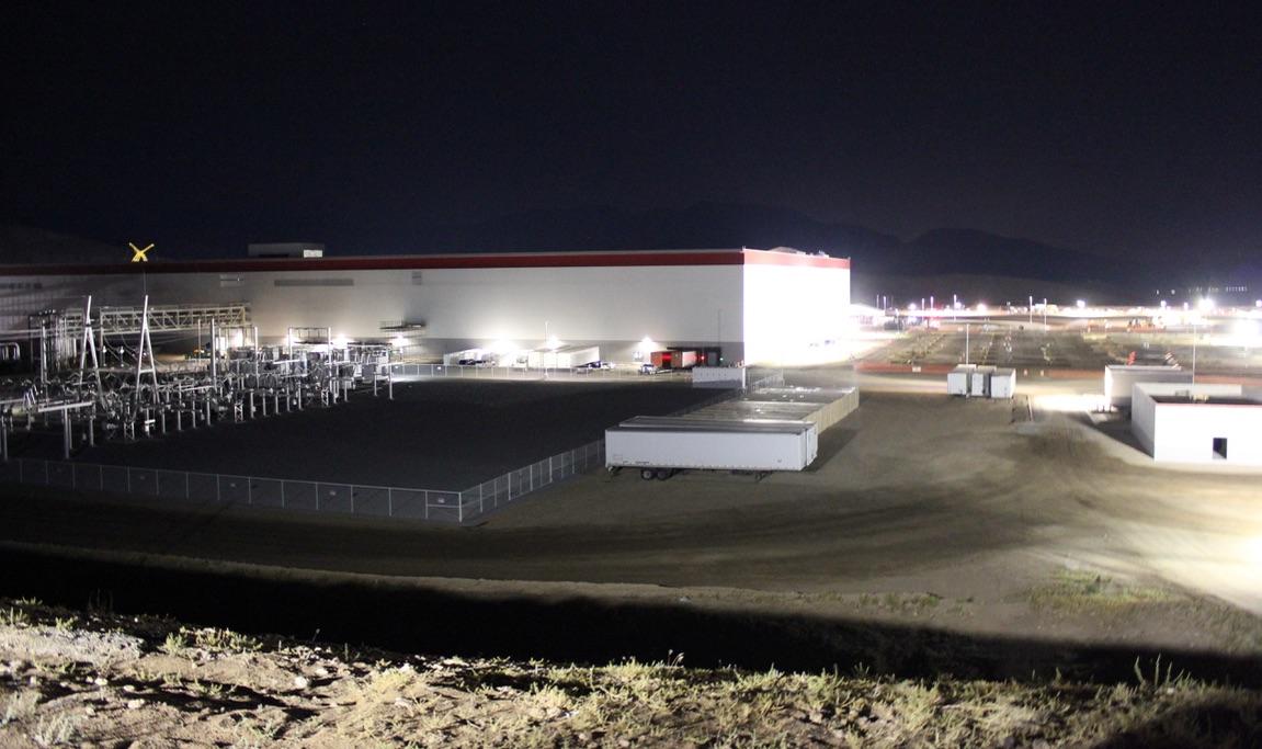 Tesla-Gigafactory-Night