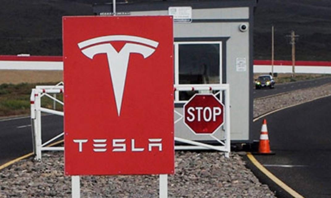 Tesla-Gigafactory-Security-Stop