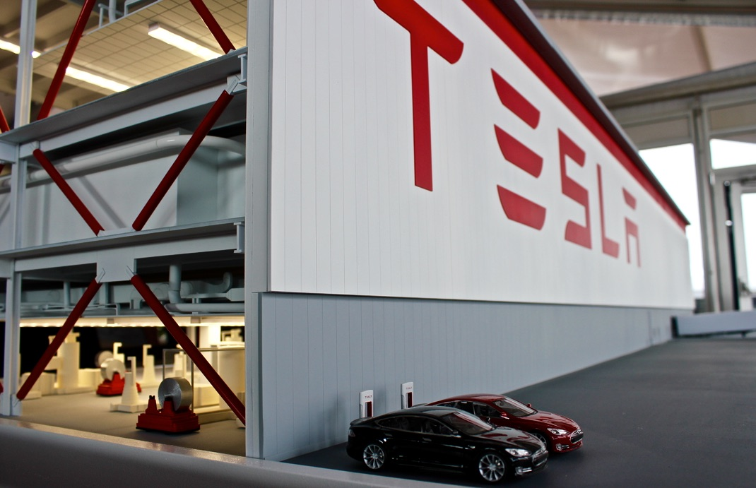 Workers On Wheels >> Tesla Gigafactory uses nearby university for temporary ...