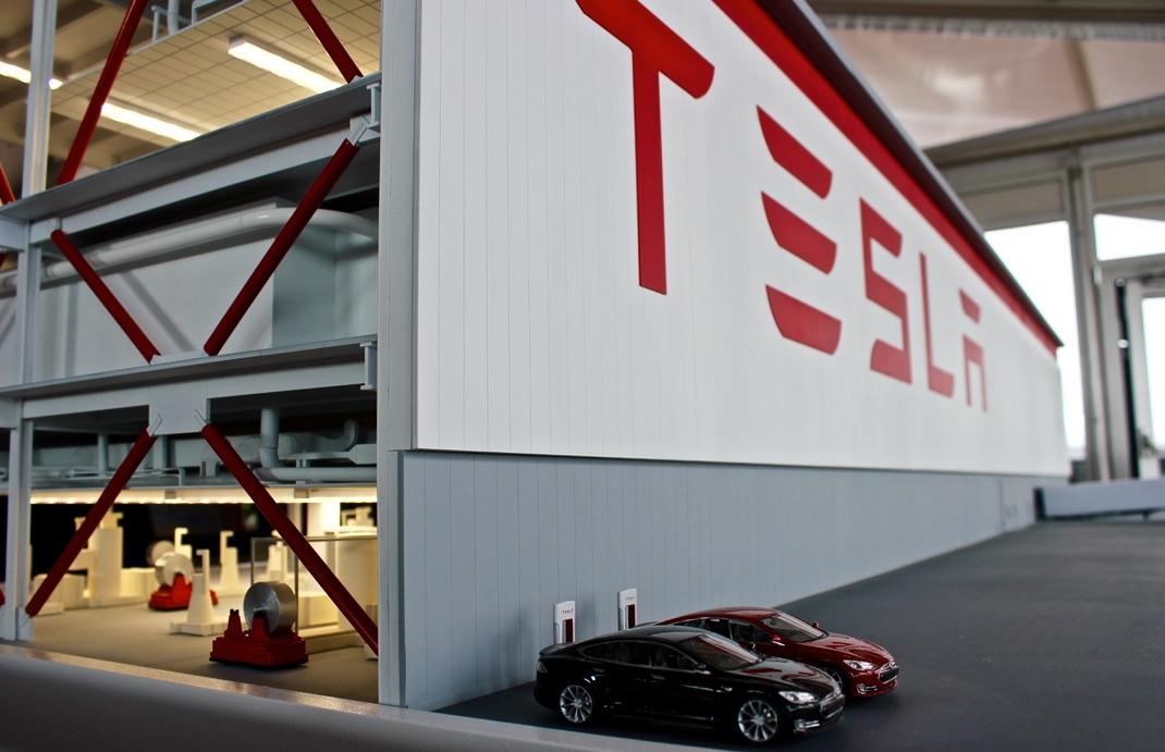 Tesla-Logo-Gigafactory