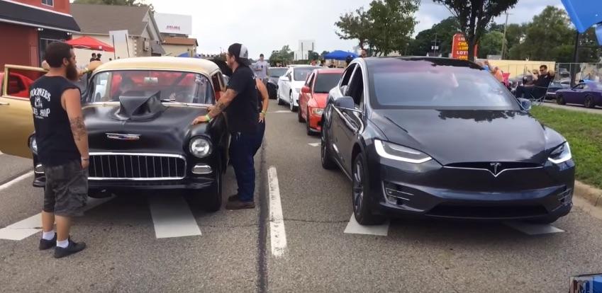 Tesla-Model-X-Dodge-drag-racing-event