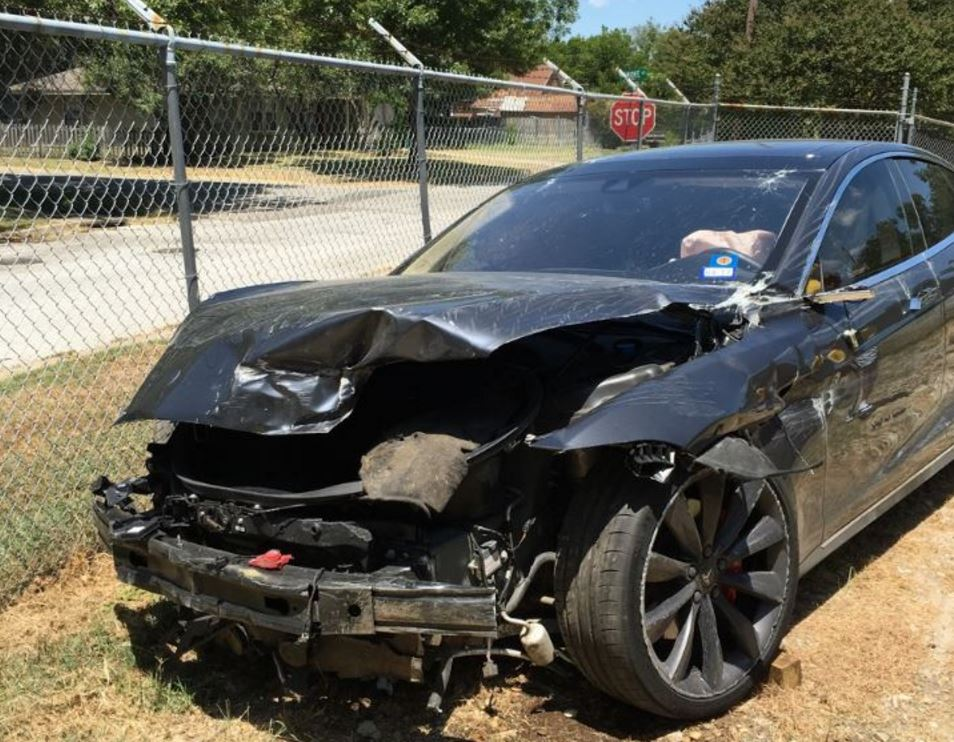 Wrecked Tesla in Texas