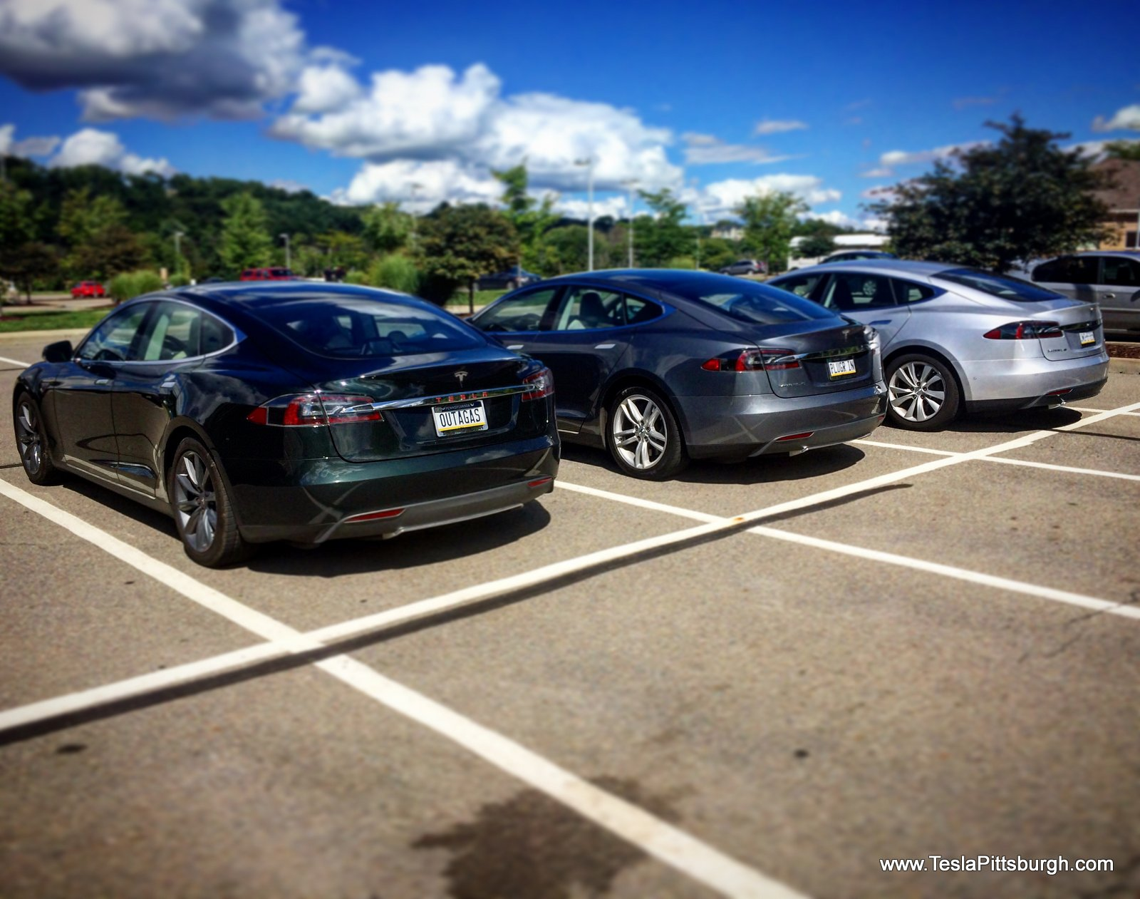 tesla outagas plugrin threesome parked