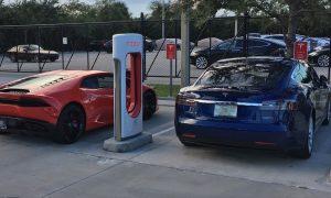 Tesla Model S P100D drag race vs Lamborghini