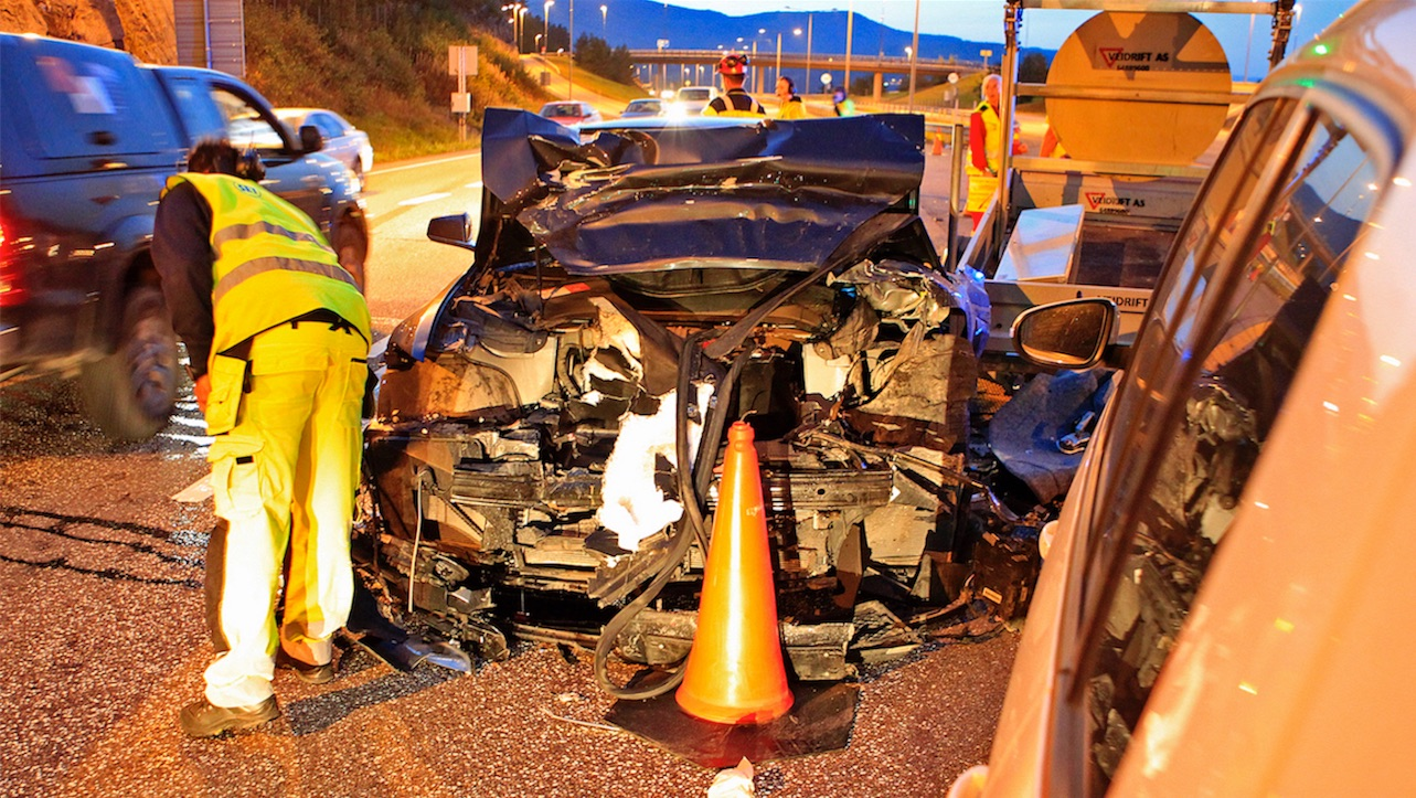 tesla-model-s-crash-norway-highway-3