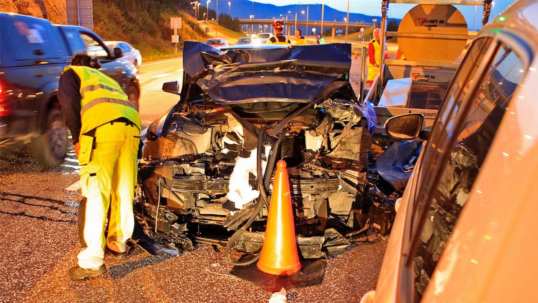 tesla-model-s-crash-norway-highway-3