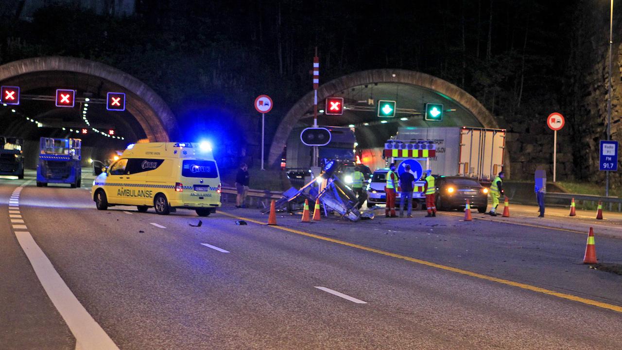 tesla-model-s-crash-norway-highway-4