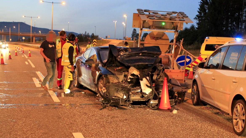 tesla-model-s-crash-norway-highway