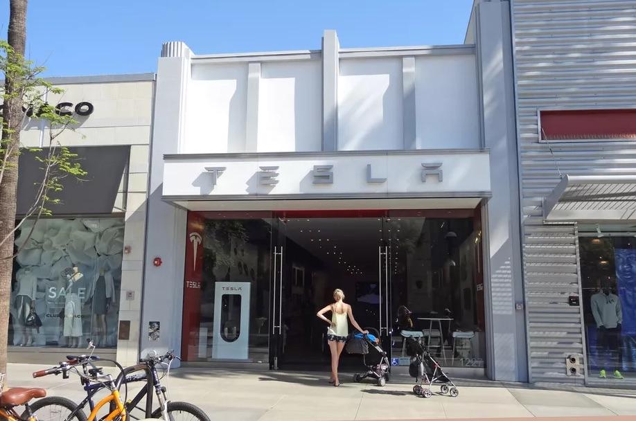 Tesla Showroom in Santa Monica [Source: Sharon VanderKaay   creative commons]