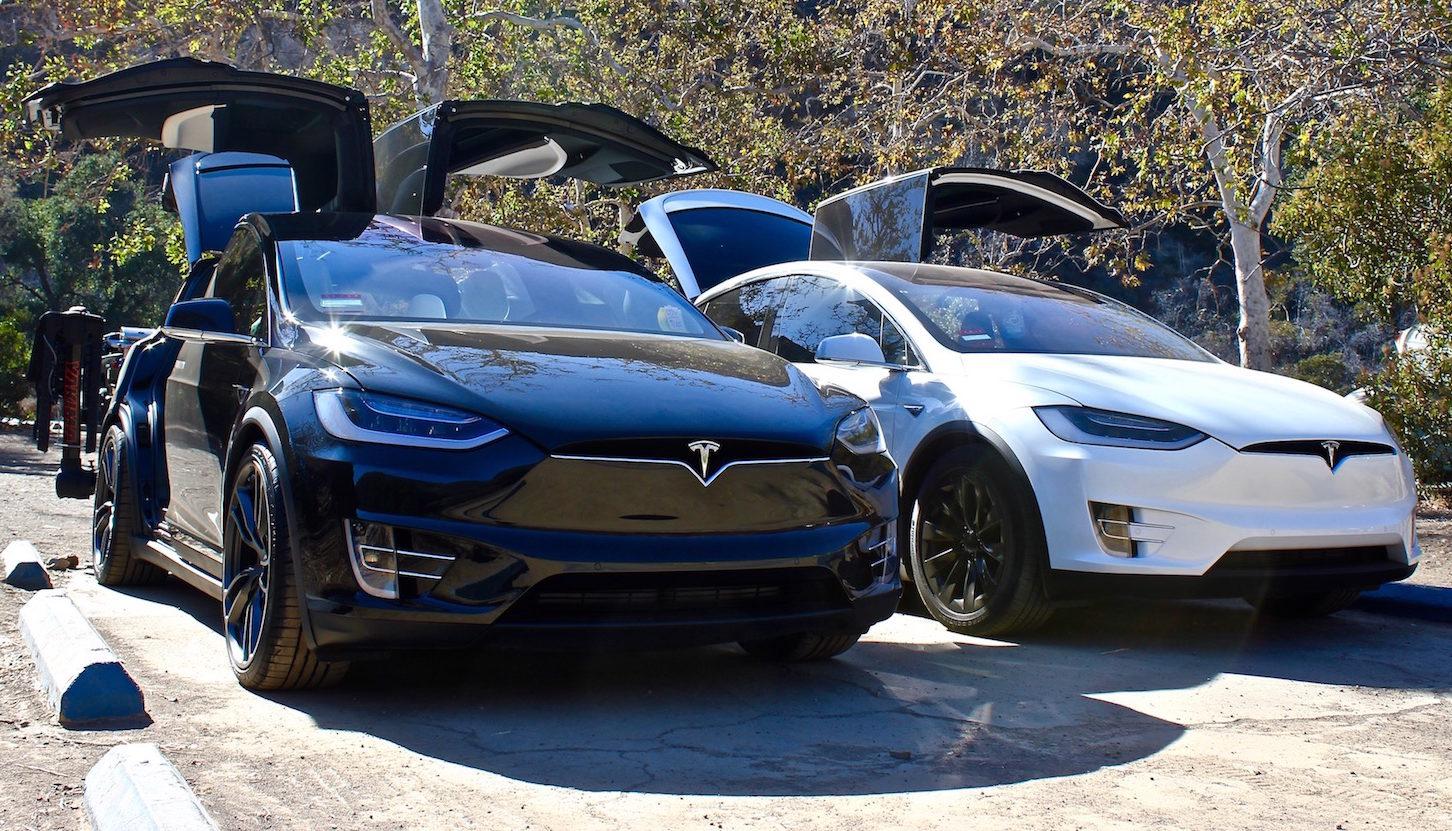 Tesla V8 1 Is Here Updated Autopilot 2 0 Model X Falcon Wing Door