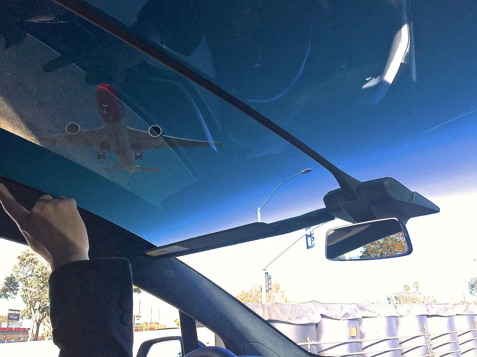 model-x-panoramic-windshield-view-airplane