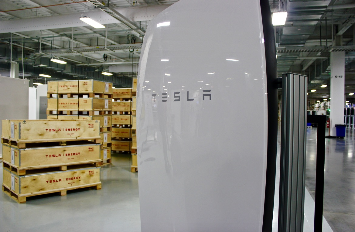 tesla-energy-powerwall-assembly-gigafactory