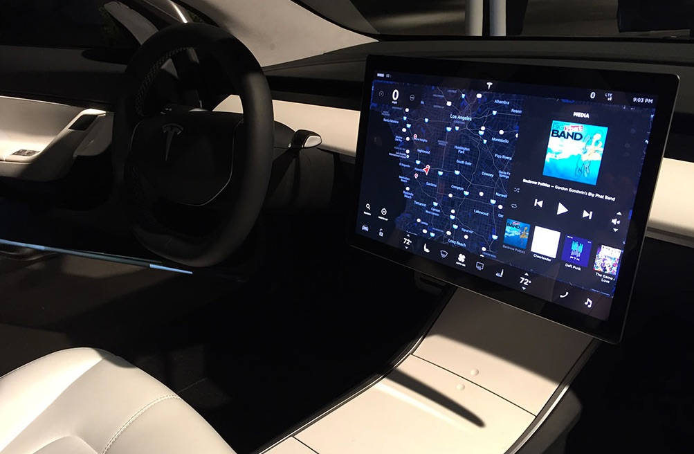 tesla-model-3-interior-touchscreen