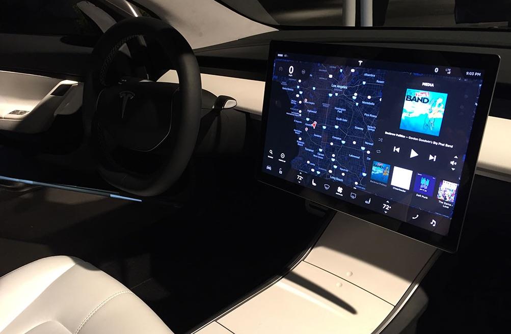 tesla-model-3-interior-touchscreen