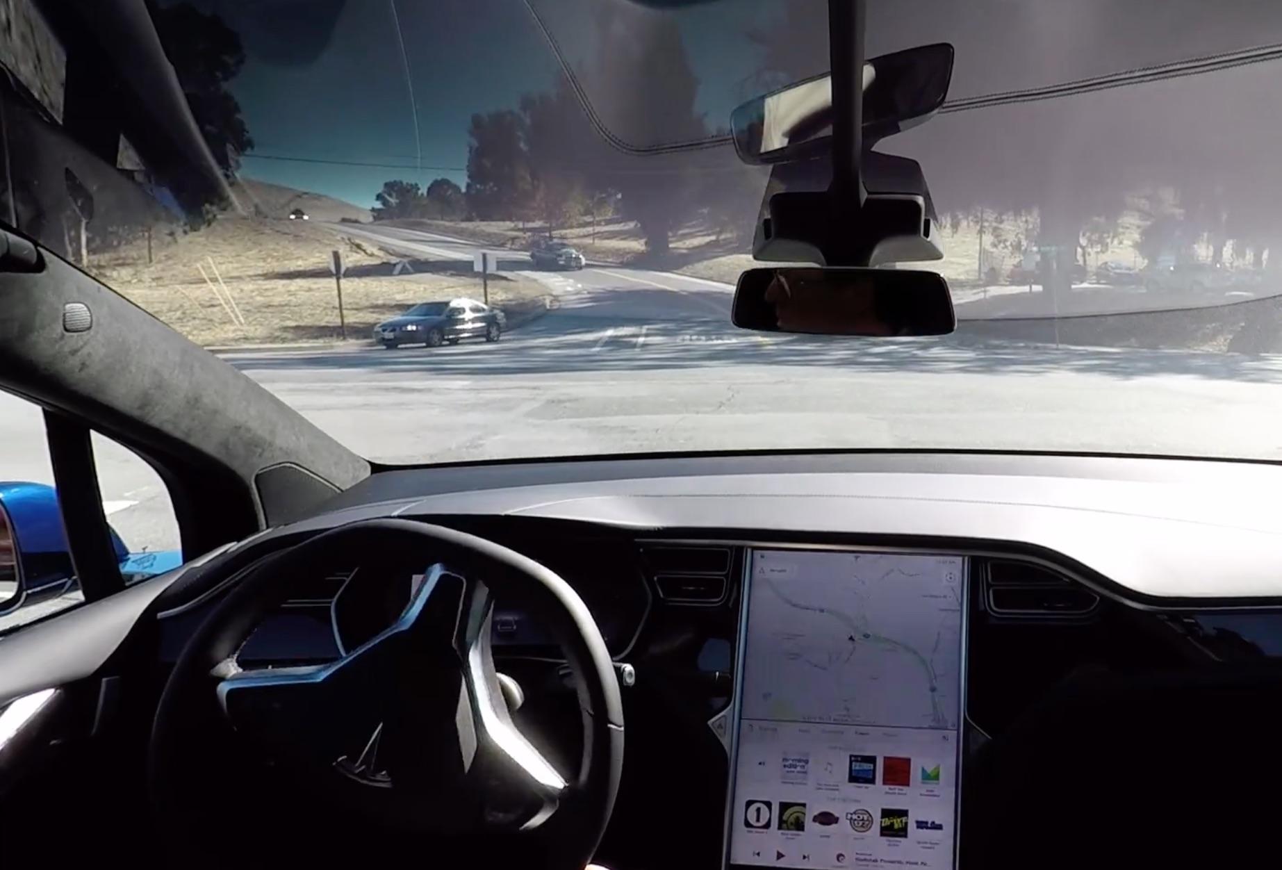 tesla-model-x-self-driving-intersection