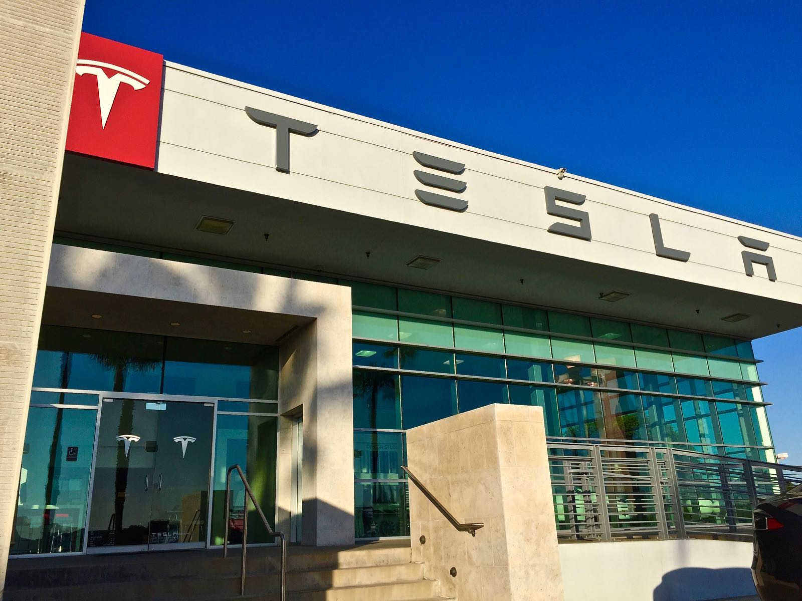 photo of Tesla ruins David Einhorn's near-perfect Q4 at Greenlight Capital image