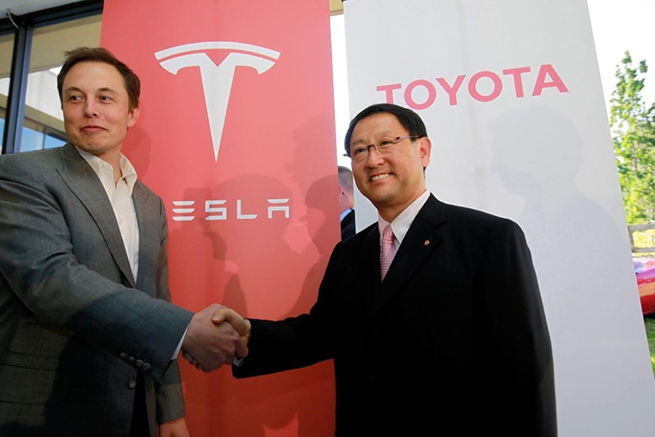 Tesla's Elon Musk and Toyota's Akio Toyoda shaking hands in Palo Alto, CA cir. 2010. [Credit: Associated Press]