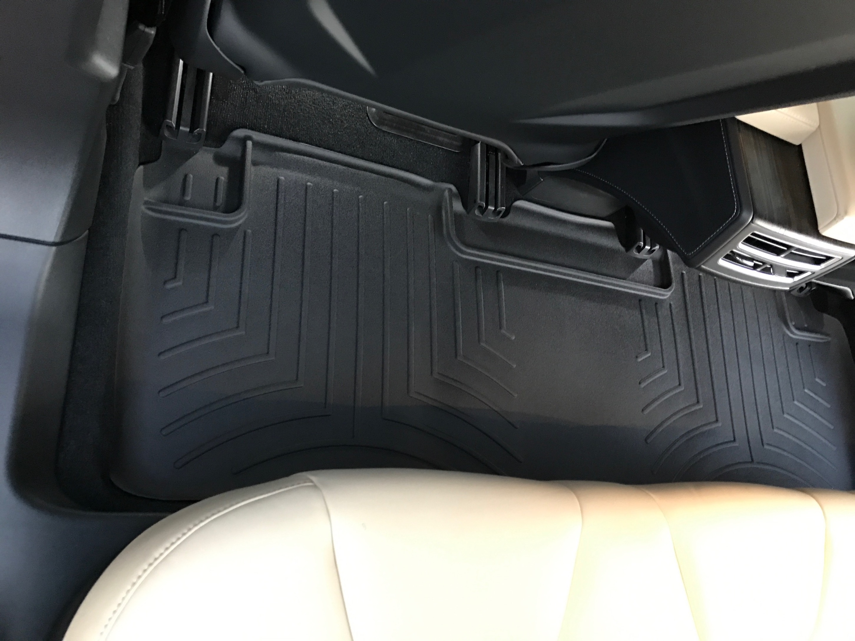 2nd row floor liner mat (Installed)