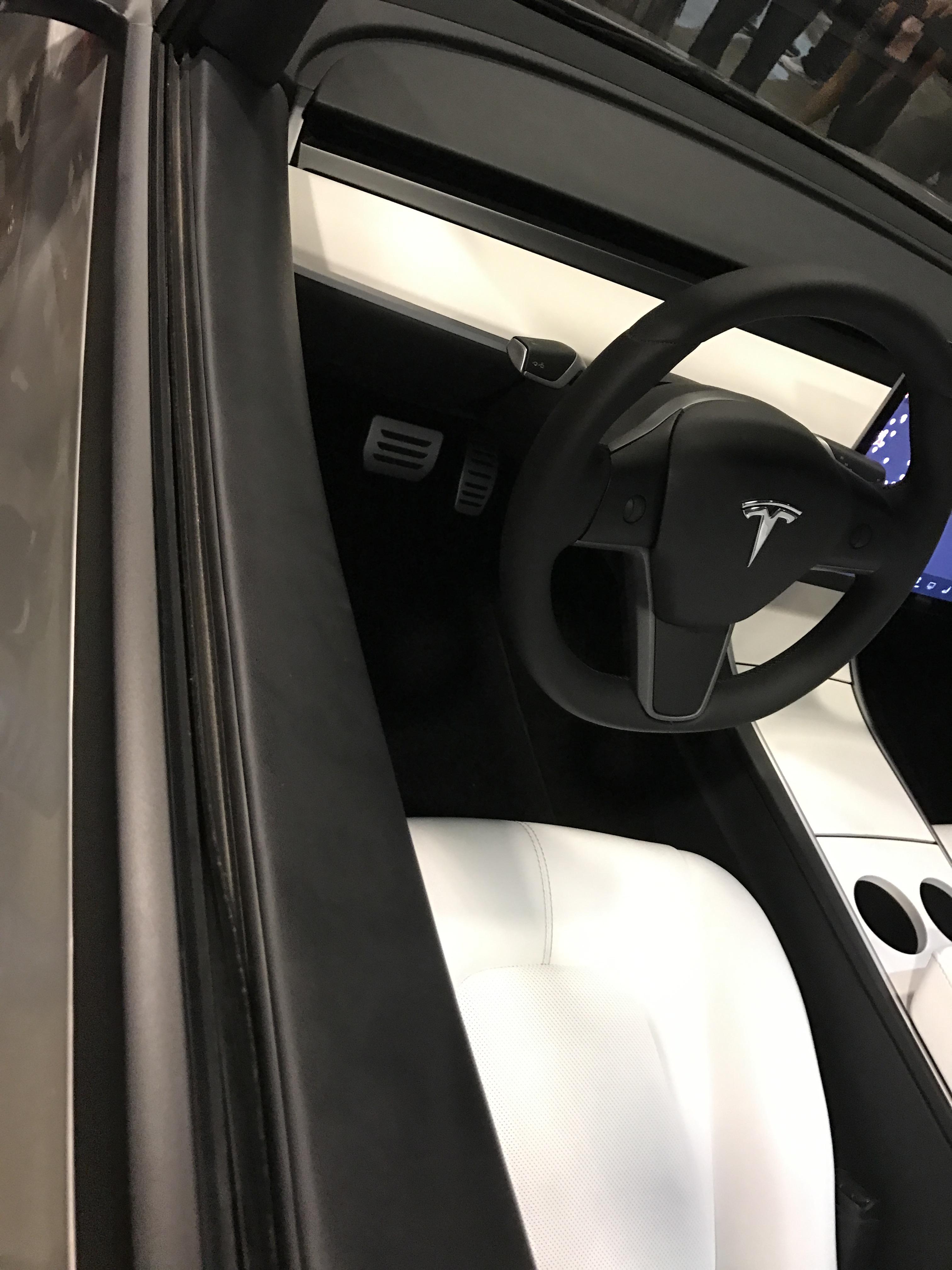 silver-tesla-model-3-steering-wheel