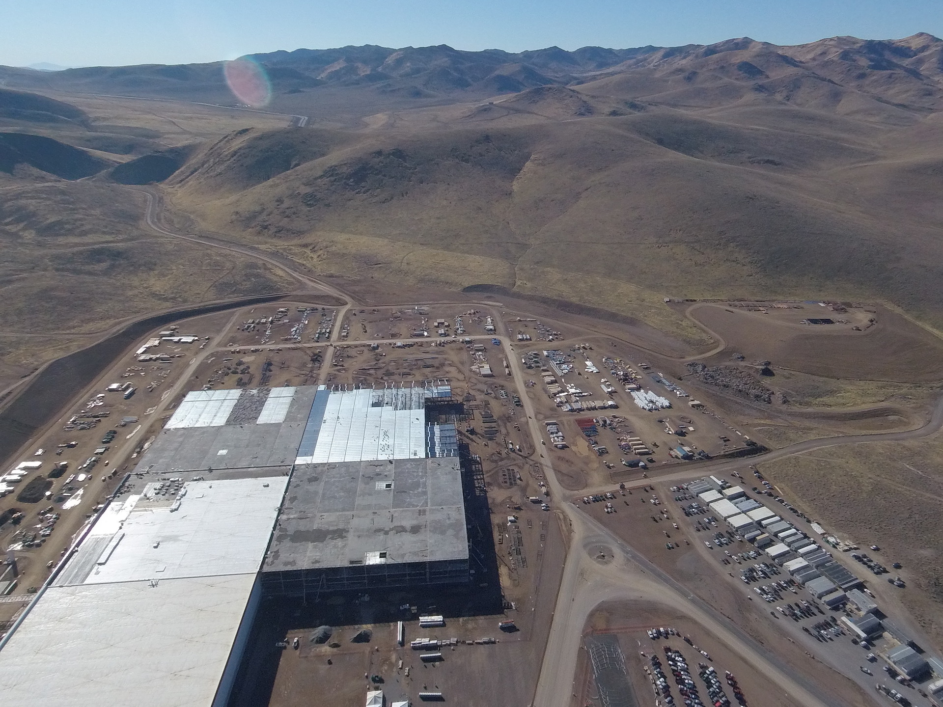 tesla-gigafactory-aerial-nov-2-2016-section-d-e