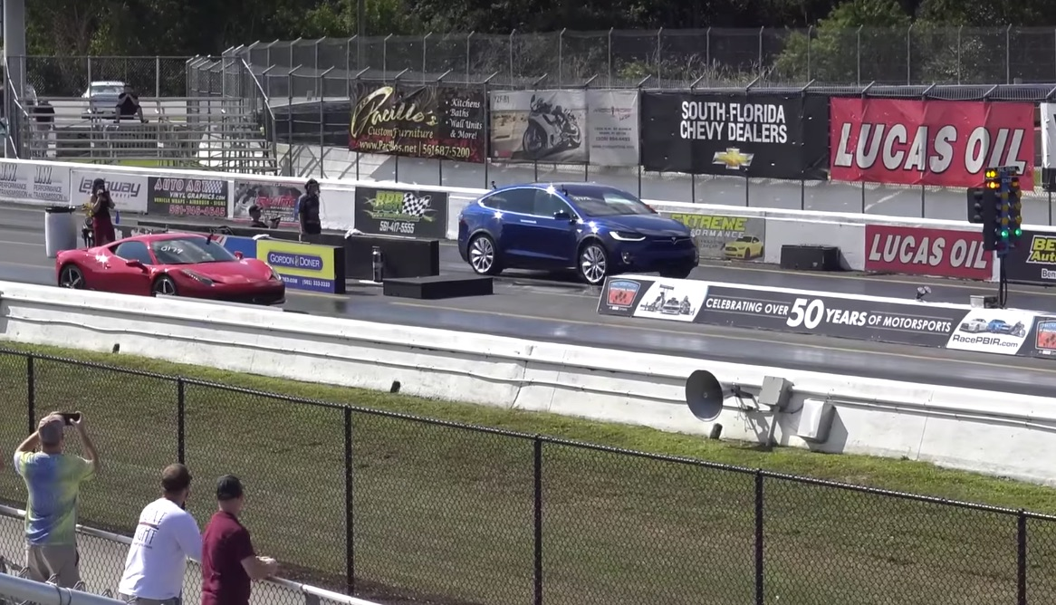 tesla_model_x_p90d_ludicrous_vs_ferrari_458_italia_1_4_mile_drag_race