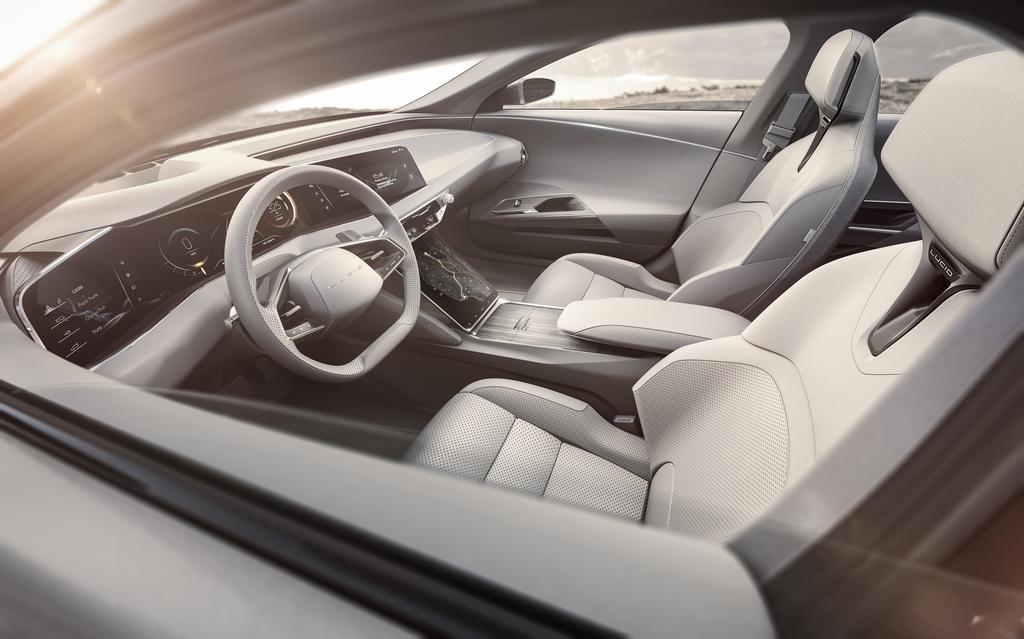 Lucid-Air-interior-steering-wheel