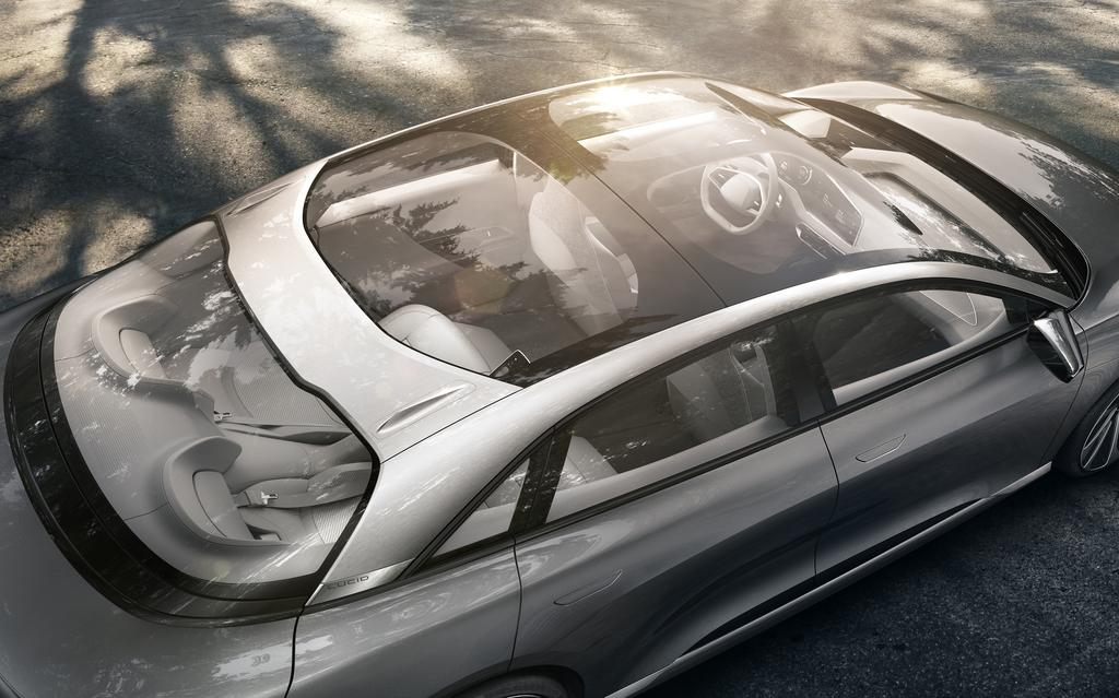 Lucid-Air-pano-glass-sunroof