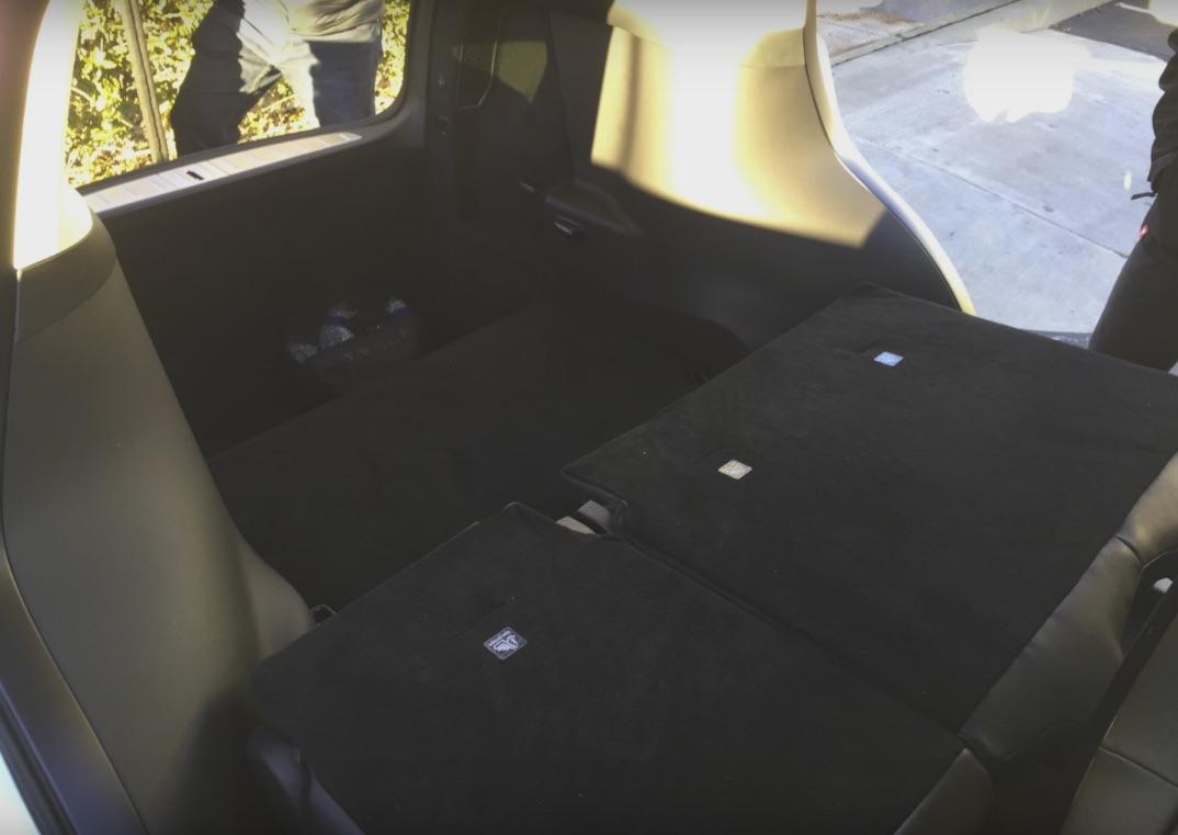 model-x-5-seat-folding-2nd-cargo-2