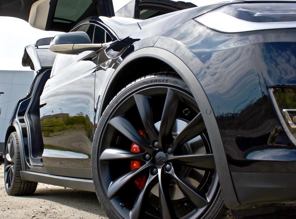 model-x-red-brembo-brakes-turbine-wheel