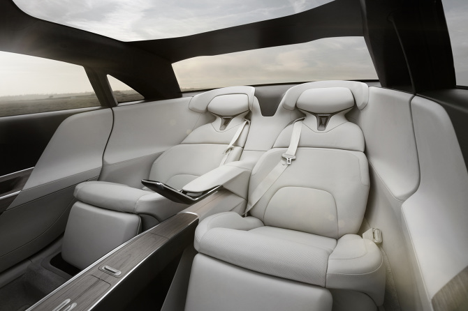 Lucid-Air-executive-rear-seats