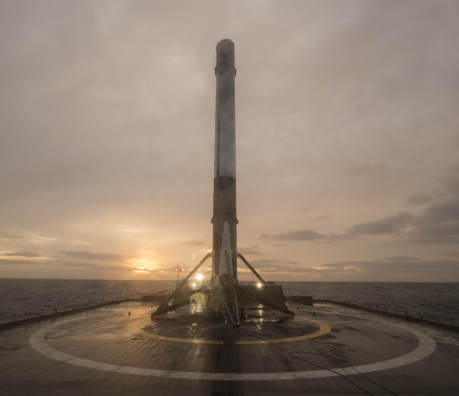 SpaceX-Falcon9-droneship-sunset