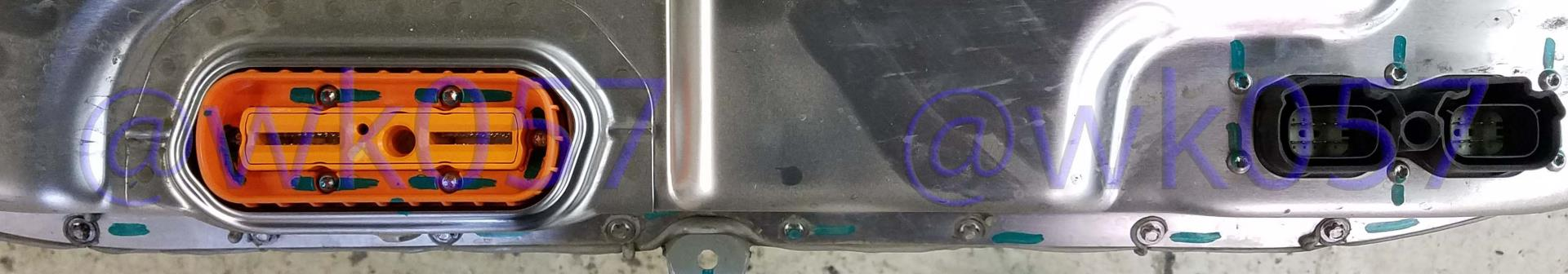 Tesla-85kwh-vs-P100D-battery-pack-connector