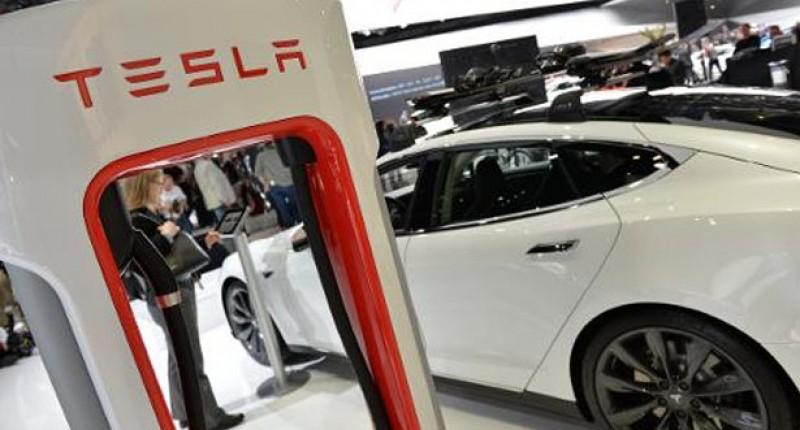 Tesla-Supercharger-logo-detroit-auto-show