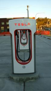 Tesla-Superchargers-Aberdeen-WA-row