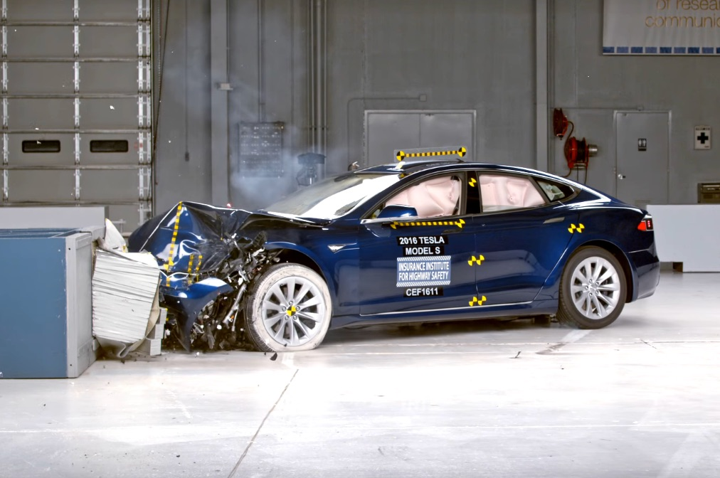 tesla model s crash test result misses top safety rating by iihs. Black Bedroom Furniture Sets. Home Design Ideas