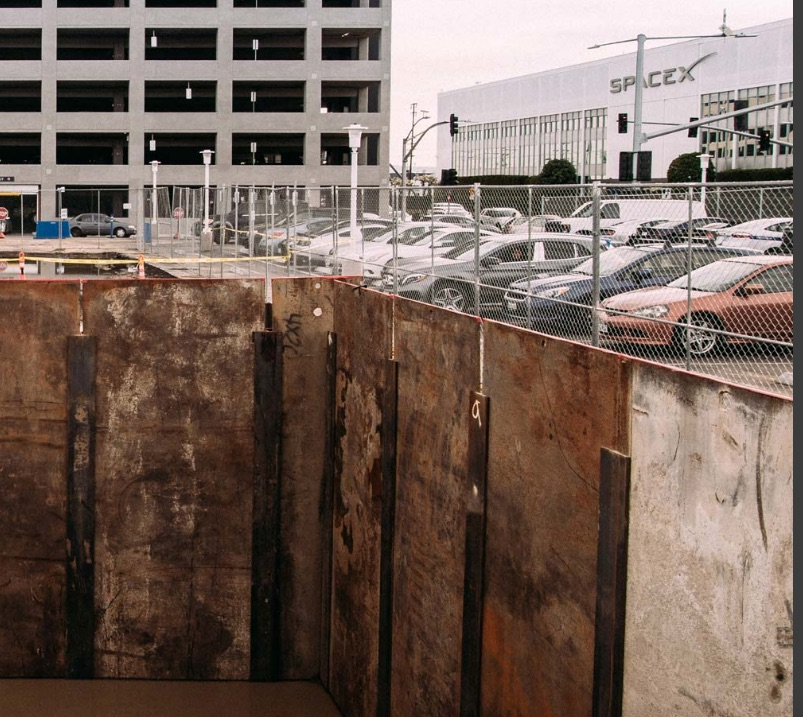 Elon-Musk-boring-tunnel-SpaceX-parking-lot