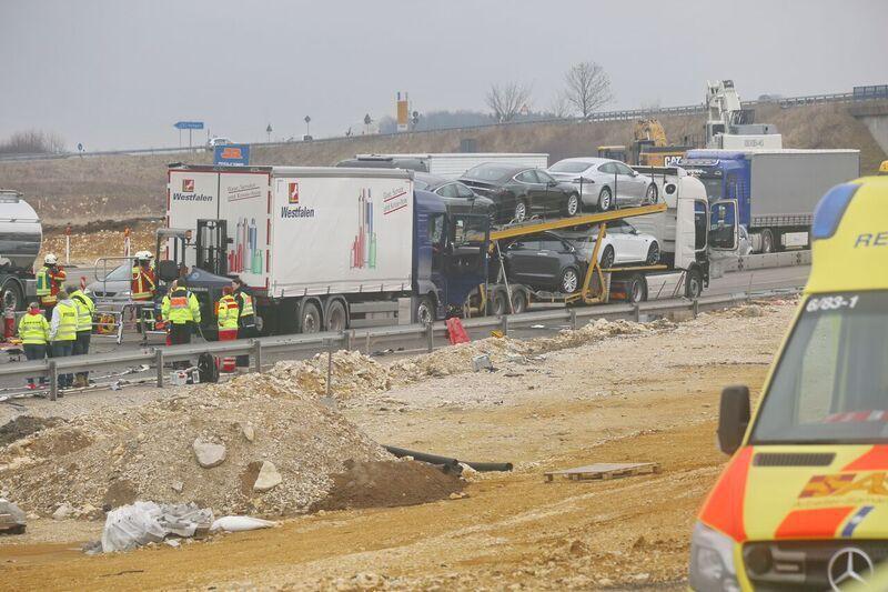 Tesla-transporter-collision-autobahn-Germany-4