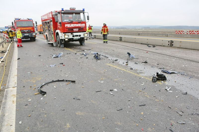 Tesla-transporter-collision-autobahn-Germany-5