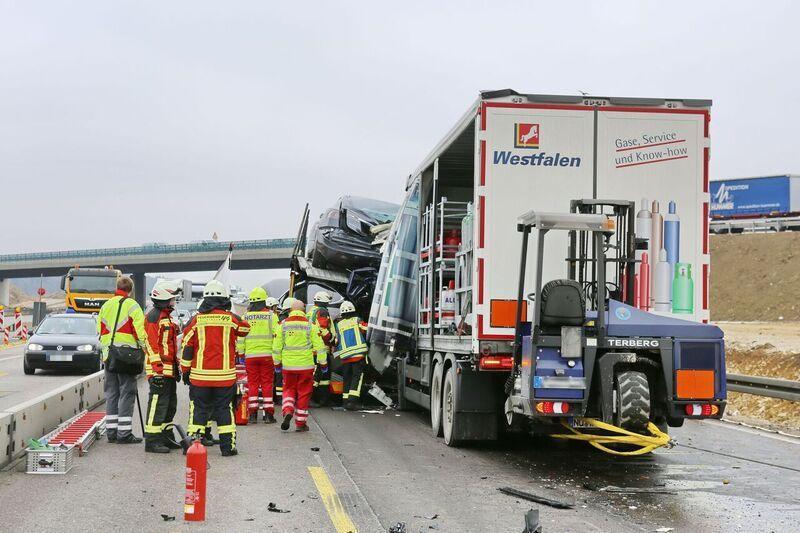 Tesla-transporter-collision-autobahn-Germany-8