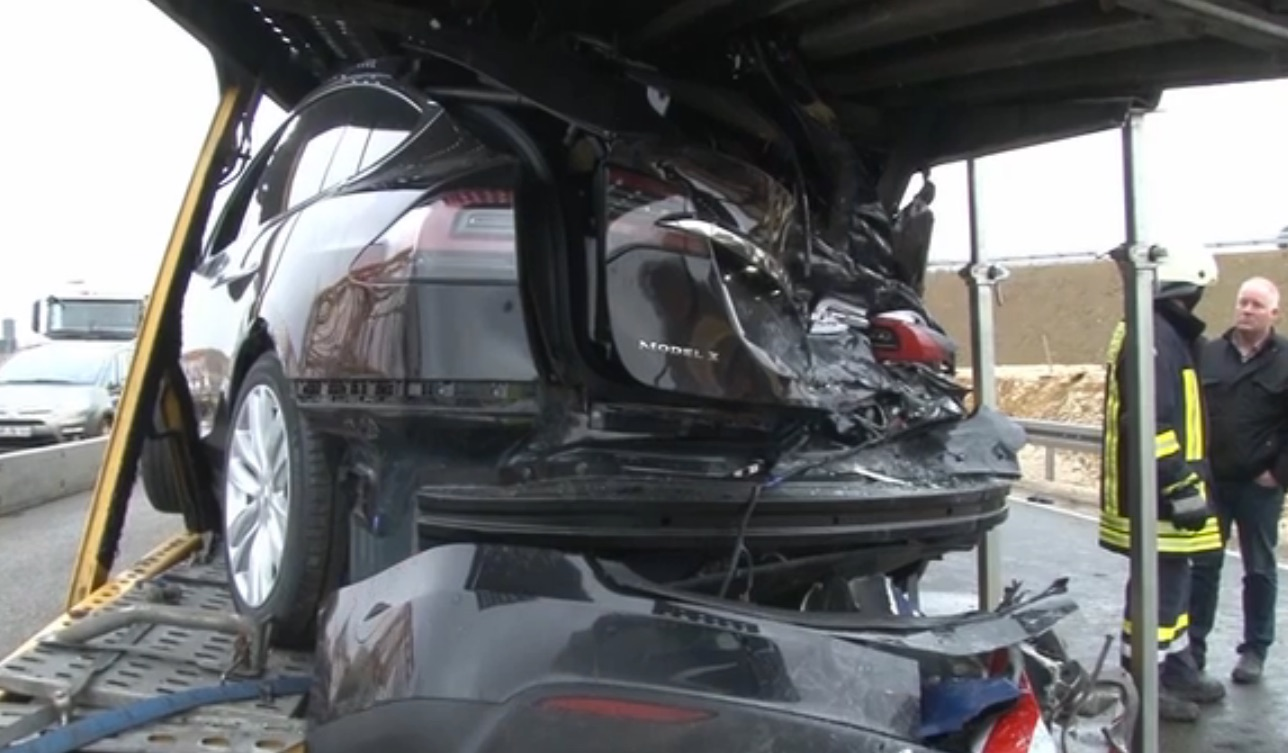 Tesla-transporter-collision-autobahn-Germany-9