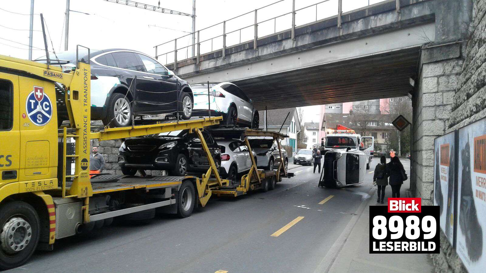 Tesla-transporter-stuck-bridge